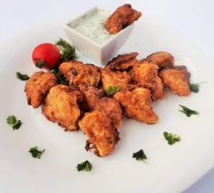 Пилешки хапки с пухкава панировка и млечен сос