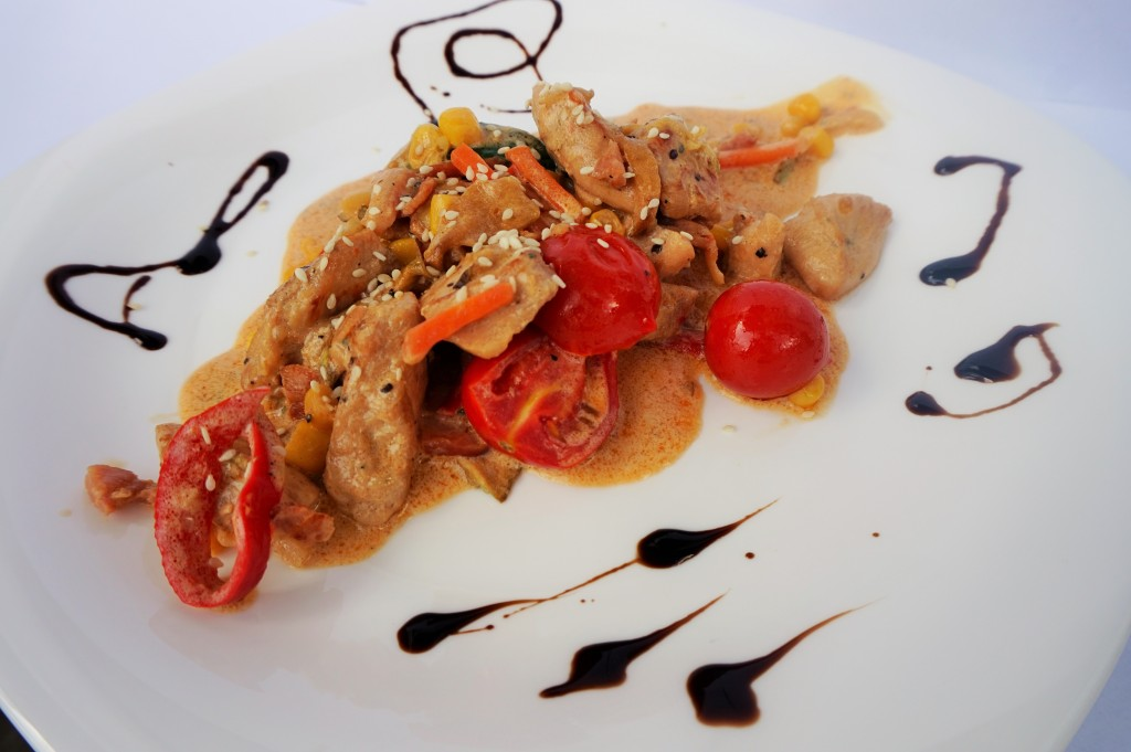 Пиле със зеленчуци и екзотичен сос
