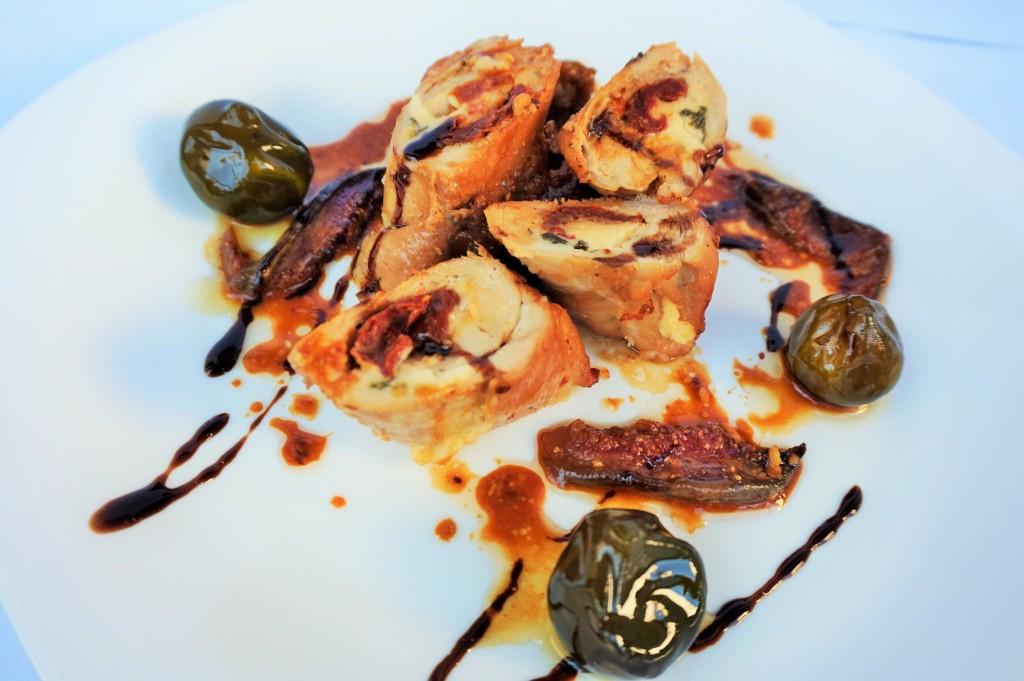 Пилешки руладини със смокинов сос