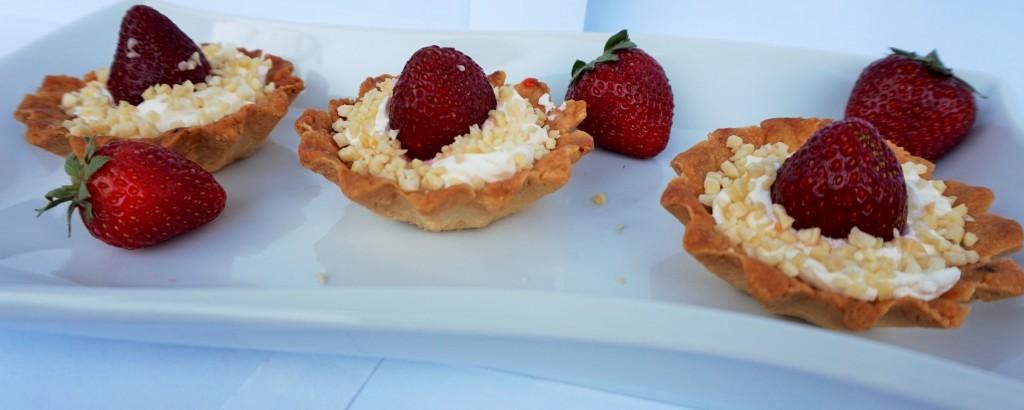 тарталети с ягоди и бадеми