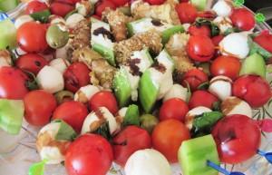 Зеленчукови шишчета с чери домати и бейби моцарела